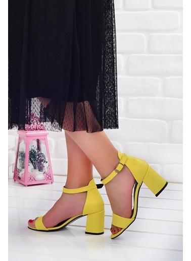 Ayakland Ayakland 2013-05 Cilt 7 Cm Topuk Bayan Sandalet Ayakkabı Sarı